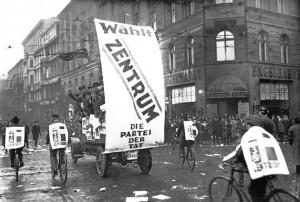 Wahlkampf zur Reichstagswahl 1930 der Zentrumspartei in Berlin, Bundesarchiv, Bild 102-10313 / CC-BY-SA