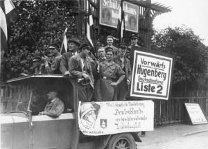 Wahlkampf der DNVP in Berlin-Neukölln mit antisemitischem Transparent, Bundesarchiv, Bild 183-2006-0329-504 / CC-BY-SA