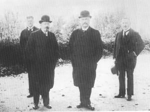 Reichskanzler Konstantin Fehrenbach (Zentrum) (3.v.l.) mit Reichspräsident Friedrich Ebert (SPD)