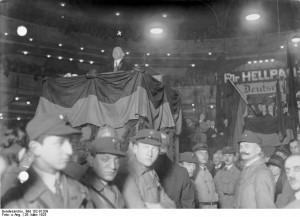 Reichspräsidentenwahl 1925, Willy Hellpach spricht am 26. März im SportpalastBundesarchiv, Bild 102-01209 / CC-BY-SA 3.0