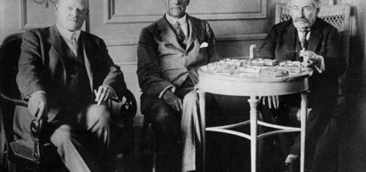Gustav Stresemann, Austen Chamberlain und Aristide Briand während der Verhandlungen